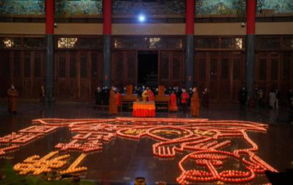 福州万佛寺:传灯辞旧岁,撞钟迎新年
